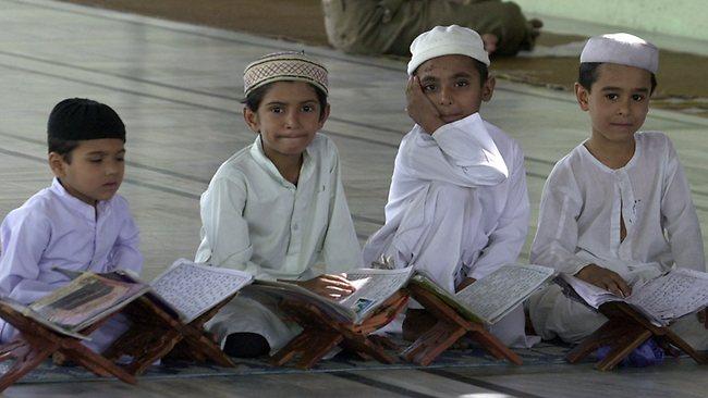630873-muslim-children-reading-the-quran