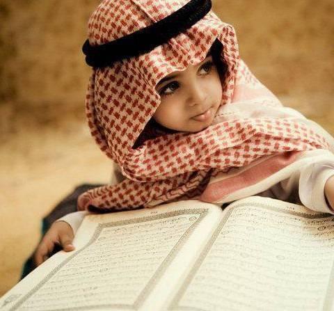 Cute-Muslim-Kids-in-Saudi-Dress-480x447